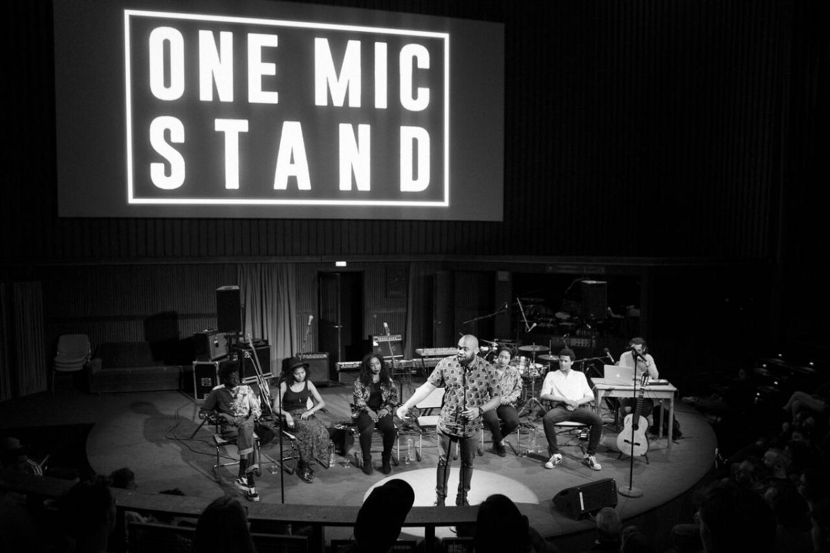 ONE MIC STAND / Konzert von Carol Schuler & The Maenads