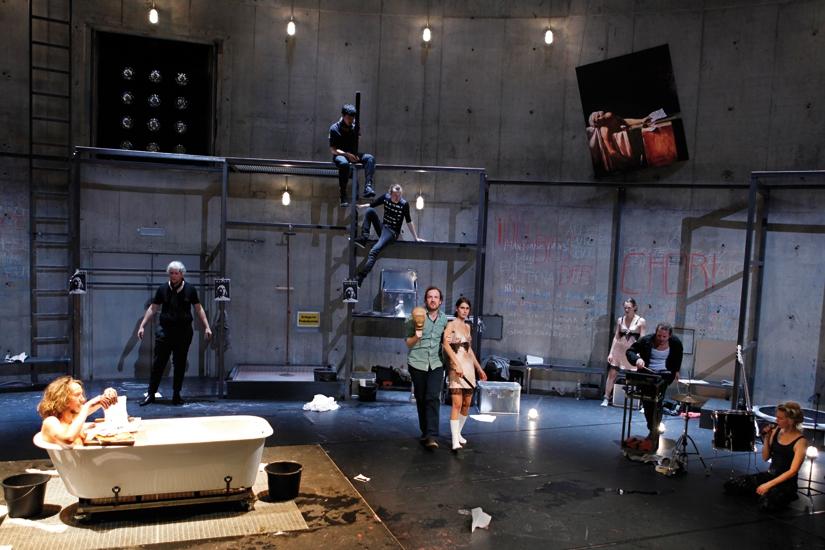 Die Verfolgung und Ermordung Jean Paul Marats dargestellt durch die Schauspielgruppe des Hospizes zu Charenton unter Anleitung des Herrn de Sade
