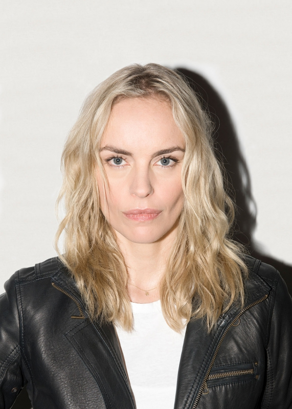 nina hoss speak low